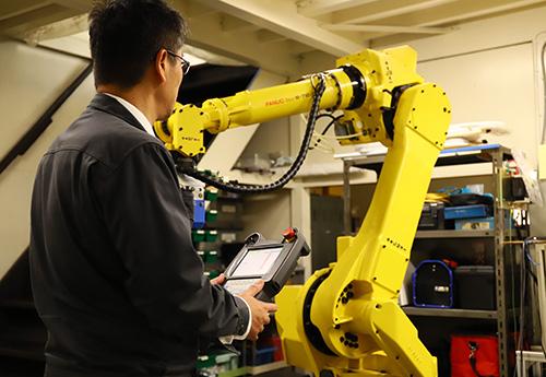 産業ロボットの制御屋40年の実績
